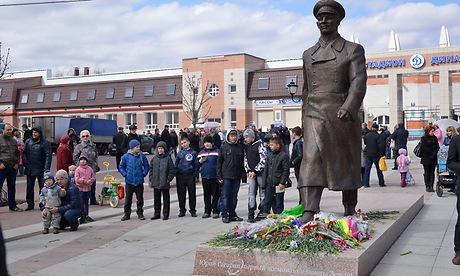 В Брянске в День космонавтики открыли памятник Гагарину