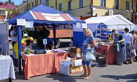 Брянцы скупают нарынках мед, томаты, картофель ияблоки