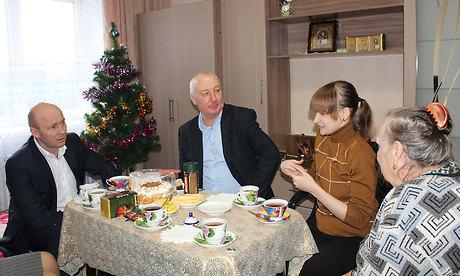 Александр Коробко, заместитель губернатора Брянской области подарил девочке-сироте светлый праздник Рождества