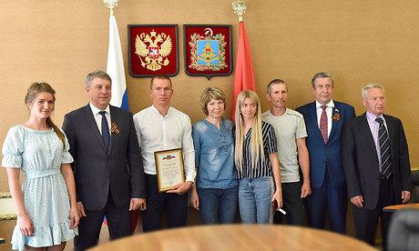 Губернатор Александр Богомаз встретился сАлександром Большуновым иего семьей